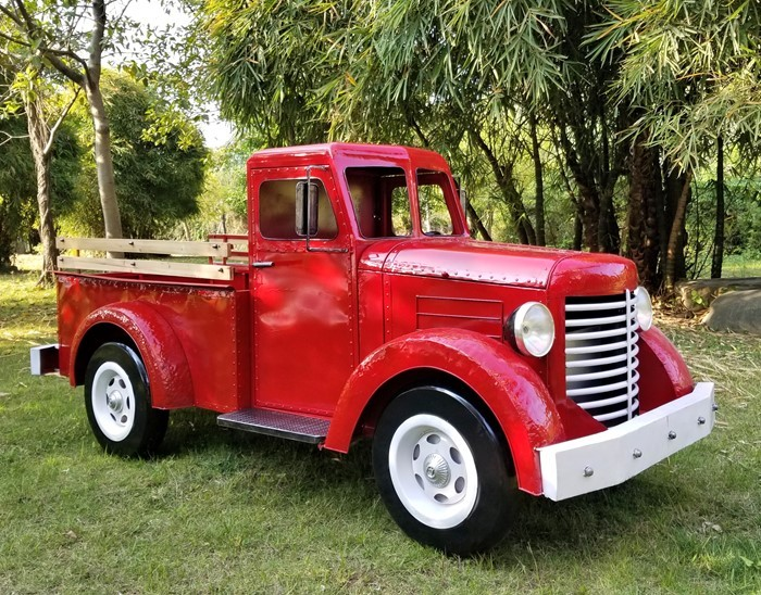 "LARGE RED IRON TRUCK ""CHARLESTON"" WITH LED LIGHTS"