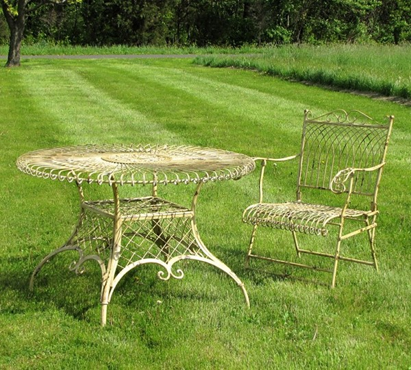 "Large Round Victorian Iron Garden Table ""Stephania"""