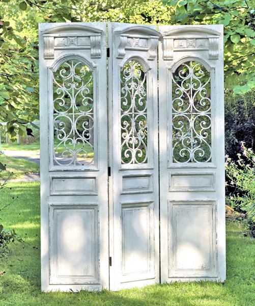 Three Panel Antique Style Wooden Screen Door w/ Ironwork Decor in Antique White