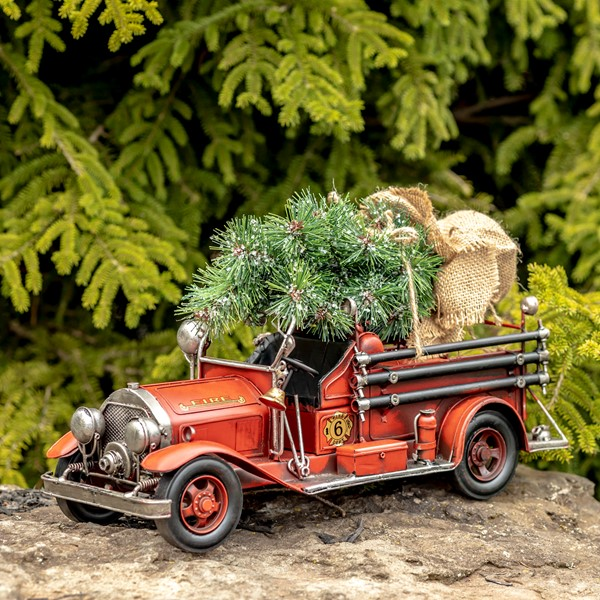 MODEL VINTAGE STYLE FIRE TRUCK W/OPEN CAB & CHRISTMAS TREE