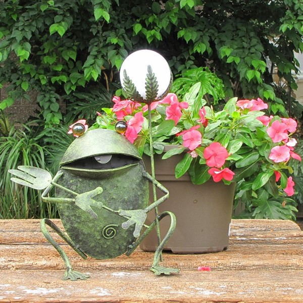 Garden Frog Decor with Solar Ball